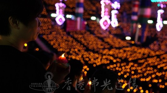 2014香港紅館三皈五戒法會 過萬市民獻燈祈願香港社會平安和諧