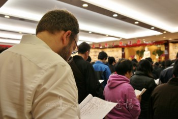 參加法會的信徒來自五湖四海