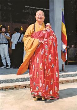 溫哥華心慧法師送的「萬佛祖衣」袈裟。 圖/人間社資料庫提供