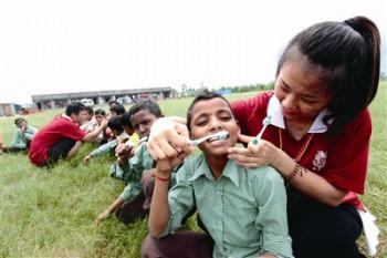 佛光青年參加印度公益旅行活動。圖/佛光山提供