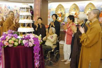 「日月光之母」日月光集團創辦人張姚宏影居士,於佛光山台北道場舉行93歲慶生祈福法會。 人間社記者吳惠美攝