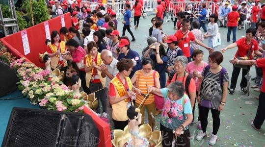 香港佛誕嘉年華 逾十萬巿民喜參與 人數歷年最多