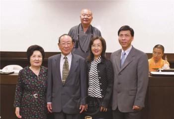 潘孝銳長者(左二)。 圖/法堂書記室提供