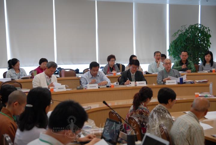 由右至左:廣興法師教授、陳劍煌教授、吳有能教授、鄭慶雲教授