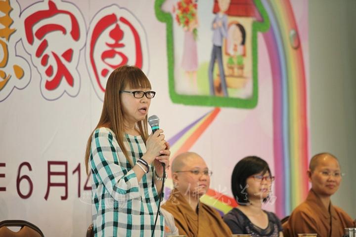 英文分會籌委鄧寶麟師姐分享如何管理自己的心。