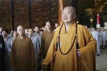 大師與叢林學院學生開示。 人間社記者陳碧雲攝