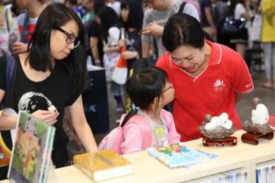 佛光緣兒童區吸引不少兒童知音,家長也希望藉著佛法教育兒女