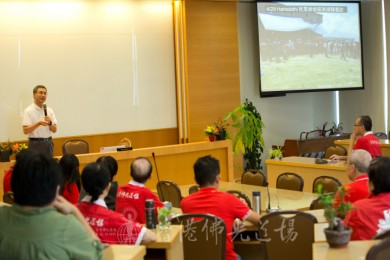 義工組兼人間社總召鄧淑明師兄以在香港見聞及往尼泊爾賑災5天,報導20篇新聞。