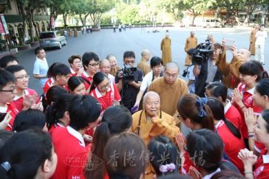 大師在不二門與香港青年親切對話