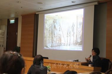 李美賢老師以圖像顯示,古埃及人科技先進,以工具調較椅子高低。