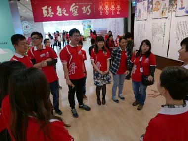 青年共同遊覽新春特展