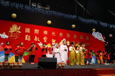 佛光兒童精彩表演獻唱《佛祖保佑你》。