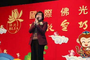民政事務局許曉暉副局長致詞,希望大家在猴年聰敏靈巧,動若靈猴,祈願世界和平、大眾都健康吉祥。