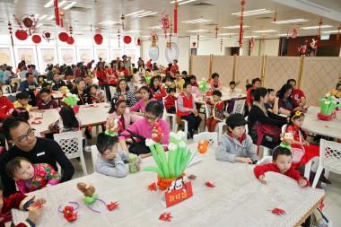 逾60名兒童班學生及家長參加新春團拜。人間記者黃偉強拍攝