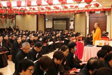 法會開始前,住持永富法師為大眾開示並講解供佛齋天的內容。
