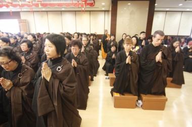 禮千佛法會亦有外籍人士參加。