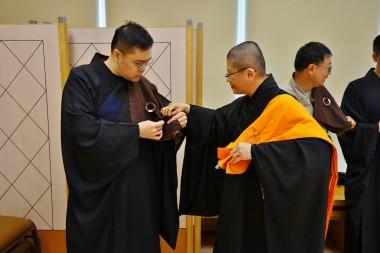 五戒演禮 心存恭敬 相互助緣 共成佛道。