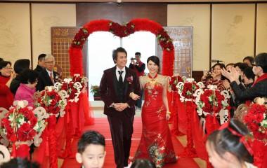 婚禮開始,新人入席