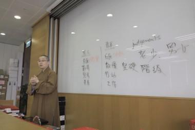 覺毓法師以大家的討論做了穿針引線式的總結。
