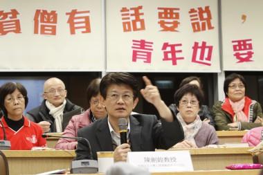 研討會評判,香港中文大學人間佛教研究中心主任陳劍鍠教授對參賽者點評指導。