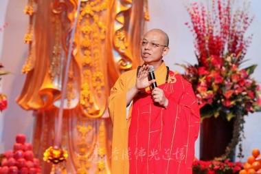 北京光中文教館執行長慧寬法師為信眾開示。李栢豪攝