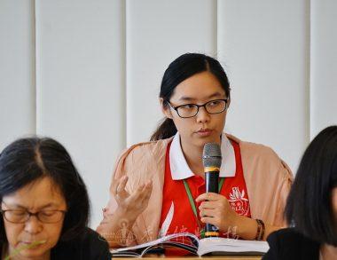 香港佛光青年團成員高菲向學者提問文學書寫的方式。