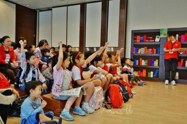 小朋友積極互動,分享觀看「小沙彌看世界」的心得。