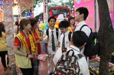 尼泊爾的中學生Milan和Mahang都希望考試成功取得高分