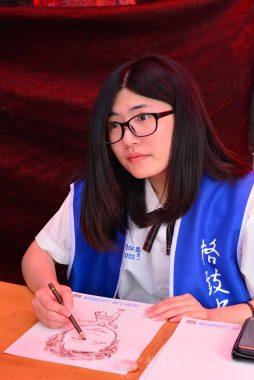 台北格致中學同學在佛誕嘉年華以十五分鐘速寫人像。