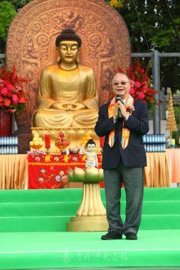 國際佛光會世界總會李焯芬理事呼籲大家回總本山慶祝佛光山開山五十週年。