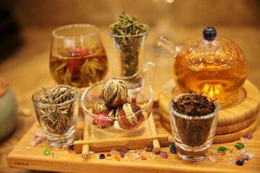 卷六茶供養,香港佛光道場住持永富法師教導,以清淨心供養,所有供養會回到自己身上。(人間社記者黃偉強拍攝)