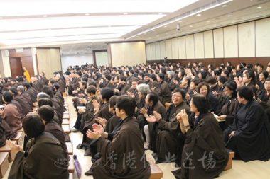 接近1,000人參加第八場焰口法會。(人間社記者葉偉炳拍攝)
