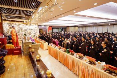 香港佛光道場住持永富法師每次法會前說明,越來越多信眾表示受益不淺。(攝影 黃慧莊)