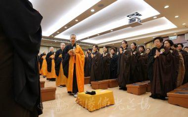 第十場焰口法會,香港佛光道場住持永富法師帶領法師們進入壇場。(人間社記者周冠球拍攝)