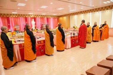 佛光山禪淨法堂慧印法師和法師們於普施壇誦經。(人間社記者黃偉強拍攝)