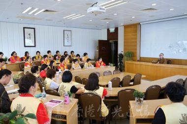 覺毓法師帶領小組於海會堂交流推動會務心得。(人間社記者周冠球拍攝)