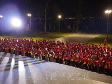 藏經樓首次進行獻燈祈福,由香港義工啟動。(人間社記者張祖華拍攝)