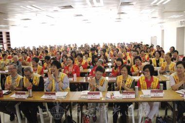 國際佛光會香港協會秘書長永富法師幽默講解,令大家開懷大笑。(人間社記者葉偉炳拍攝)