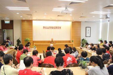 香港佛光道場住持永富法師在「佛光山菩薩戒講習會」上,讓大家對受持菩薩戒有正確的觀念。(人間社記者葉偉炳拍攝)