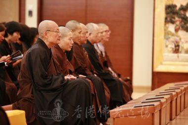 道行法師和律儀淨苑的法師們在香港佛光道場為師父衍慈法師誦念《三時繫念》。(人間社記者黃偉強拍攝)